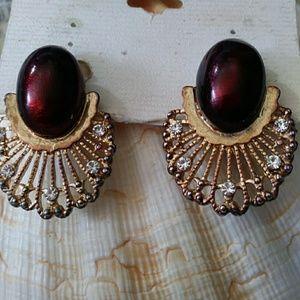 Vintage pair of clip-on earrings
